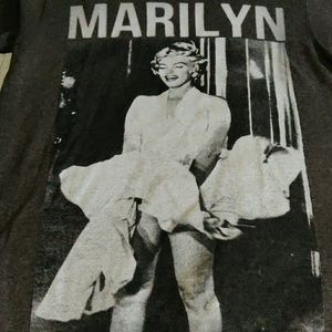 3 For $10. Marilyn Monroe Tee. Size S